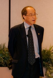 Ray Kurzweil talks to a group of STEM students and professors at the dinner prior to the lecture.