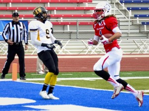 Wide Receiver Kieren Duncan scores for the ThunderWolves. Photo by Dustin Cox